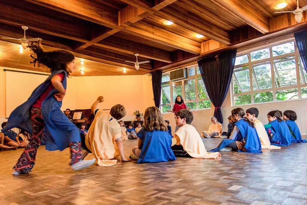 aula de euritmia do 2º ano - Colégio Micael Ensino Fundamental