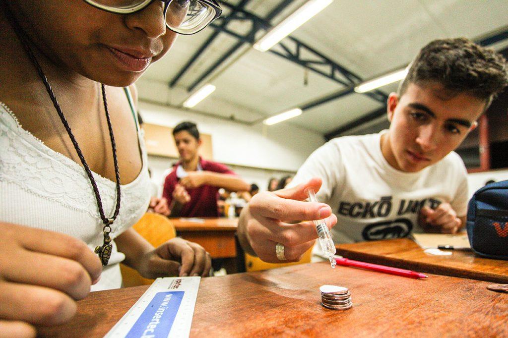 aula de física do 11º b - Colégio Micael Ação Social