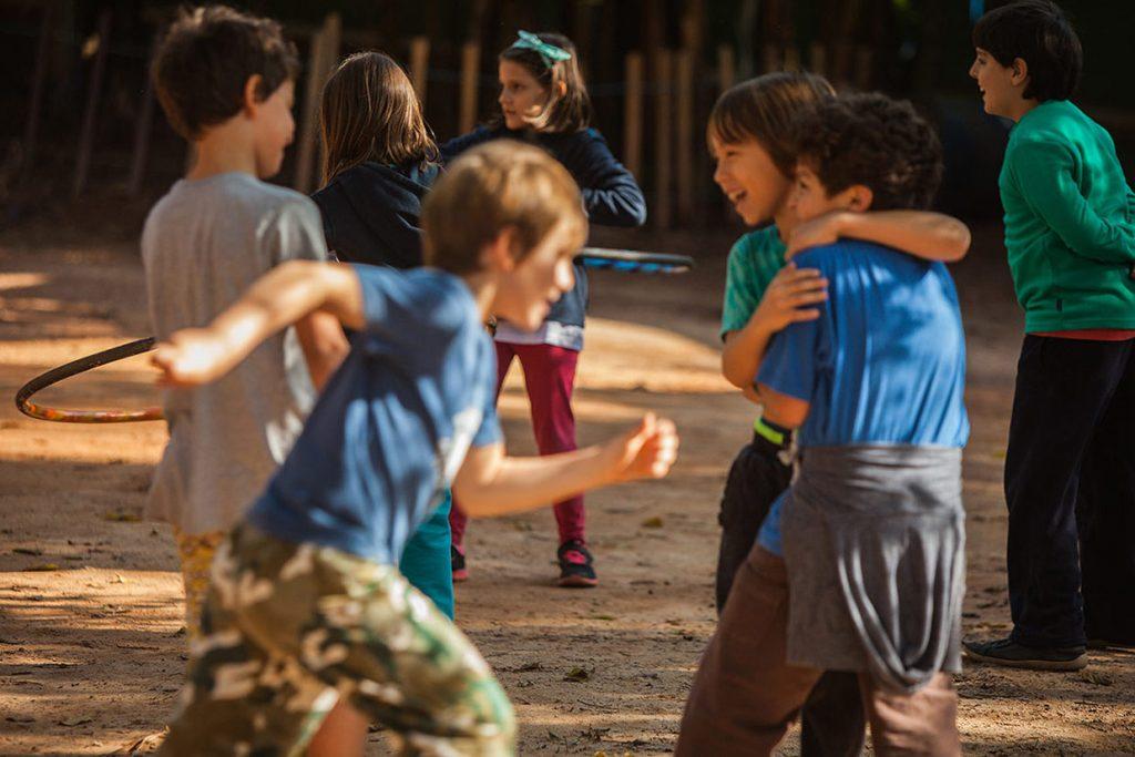 brincar livre durante a pausa do fundamental i - Colégio Micael Ensino Fundamental